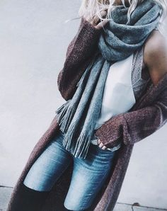 Fall casual fashion look with gray and burgundy Fall Winter Outfits, Autumn Winter Fashion, Winter Clothes, Look Fashion, Fashion Outfits, Fall Fashion, Fashion Ideas, Casual Outfits, Cute Outfits