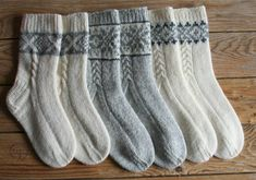 For extra warmth in winter, these socks are not only in two-colour colourwork at the front, but are also knitted double at heel flap, sole and toe.