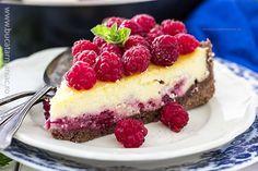 prajitura ruseasca cu branza si zmeura4 Romania Food, Romanian Desserts, Something Sweet, Sweet Treats, Deserts, Food And Drink, Cooking Recipes, Sweets, Pastries