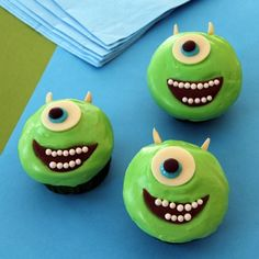 "Here's a party treat that young Monsters, Inc. fans are sure to have their eye on. Complete with spiky horns and toothy grins, these Mike Wazowski cupcakes are sure proof that ""scary"" monsters can be pretty sweet Disney Cupcakes, Cute Cupcakes, Cupcake Cookies, Animal Cupcakes, Cupcake Wars, Wedding Cupcakes, Monster Inc Birthday, Monster Inc Party, Comida Disney"