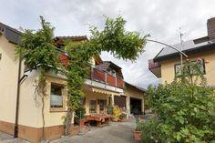 Vakantiehuis 928733 in Oberbergen - Casamundo wijngaarden tegen heuvels
