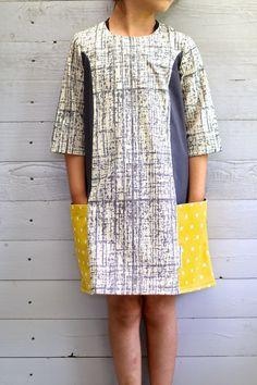 Toen ik de Ishi-dress van Straightgrain -patterns voor het eerst zag, was ik . Fashion Sewing, Diy Fashion, Fashion Dresses, Sewing Clothes, Diy Clothes, Clothing Patterns, Dress Patterns, Dresses With Vans, Little Girl Dresses