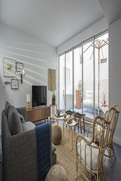 Located in Lisbon, a walk from Liberty Avenue, design apartment with terrace in Bairro Alto has accommodations with a terrace, free WiFi and. Apartment Design, Lisbon, Terrace, Living Room, Bedroom, National Theatre, Luz Natural, Conditioning, Morocco