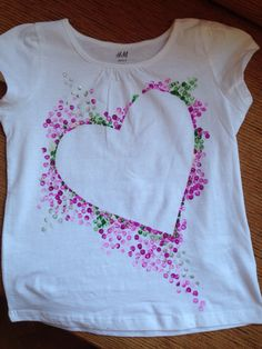 Pin by Abiageal Bree on home Fabric Paint Shirt, Paint Shirts, How To Dye Fabric, Dress Painting, T Shirt Painting, Fabric Painting, Hand Painted Dress, Painted Clothes, Fabric Paint Designs