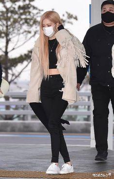 Blackpink Fashion, Minimal Fashion, Fashion 2020, Korean Fashion, Airport Fashion, Petite Fashion, Curvy Fashion, Fashion Trends, Yg Entertainment
