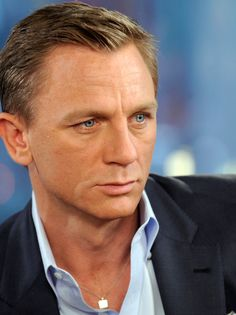 Danial Craig is a well known international Hollywood celebrity. have a look at Daniel Craig Bond Haircut Pictures In Casino Royale, Skyfall, Quantum of Solace. Daniel Craig James Bond, Rachel Weisz, James Bond Actors, Daniel Graig, Best Bond, Casino Outfit, Skyfall, Lara Croft, Famous Celebrities