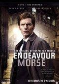 In 1965 stopt Endeavour Morse met zijn studie aan de universiteit van Oxford en gaat bij de politie werken. DVD met de afleveringen van het eerste seizoen van de televisieserie.