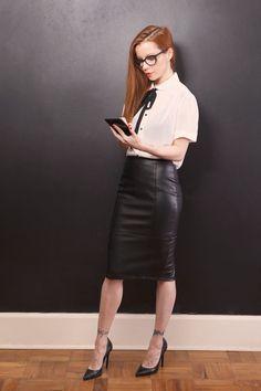 15 ideas for a leather skirt for work - Fashion Tipps - Saias Pencil Skirt Work, High Waisted Pencil Skirt, Pencil Skirts, Pencil Dress, Sexy Skirt, Dress Skirt, Skirt Outfits, Sexy Outfits, Sexy Rock