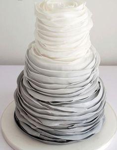 Ombré wedding cake #travelbrides