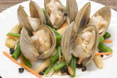 New Zealand shell fish Waiotahe pipis I remember my great grand mother picking those pipis when I was old, my kids have also continued with that tradition Kiwi Recipes, Vegan Recipes, New Zealand Food, Island Food, Best Chef, Food For A Crowd, Recipe Images, Fish And Seafood, I Love Food