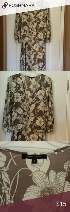BCBG Maxaria Dress Grey & Cream flower print 3/4 sleeve dress. Polyester/ Spandex material perfect for Spring & Sunday Brunch. BCBGMaxAzria Dresses Midi