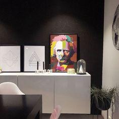 Selv om Edvard Grieg likte seg best i Komponisthytten sin hjemme på Troldhaugen så tror vi at han hadde likt seg godt hjemme hos @zaras_home også! Ha en fin tirsdagskveld :-)