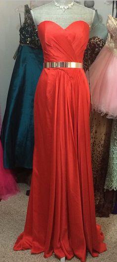Simply elegant!  #elegant #elegantpromdress #goldmetalbelt #promgown #perfectpromdress