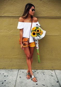 Sunny Sunflower. http://rstyle.me/n/9gk439sx6 http://rstyle.me/n/9gk9w9sx6 http://rstyle.me/n/9gk9w9sx6 http://rstyle.me/n/9gmb99sx6