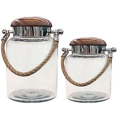 With a contemporary and engaging design, the Rope Jar blends unusual elements such as a wooden lid and rope handle that come together beautifully. This jar looks great in any room, but was especially designed to enhance bathroom décor.