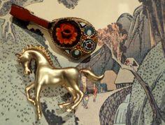 Broche caballito s/.35 Broche Mosaico Veneciano s/.55 Disponibles aquí: https://www.facebook.com/thevintageclubperu?ref=hl