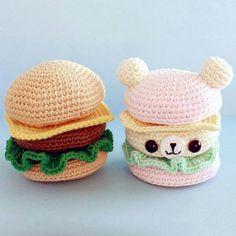 Бургер обычного человека и фаната #амигуруми Классическая версия связана из #katiaamigurumi розовая из #seam #babycottonОписание есть в группе вконтакте))