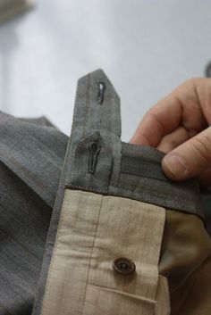 Sewing Clothes For Men Levels of Complexity (Article on fine details for pants) - Sewing Men, Sewing Pants, Sewing Clothes, Men Clothes, Tailoring Techniques, Techniques Couture, Sewing Techniques, Mega Fashion, Der Gentleman