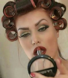 Pin Up, Sleep In Hair Rollers, How To Apply Lipstick, Applying Lipstick, Barbie Makeup, Permed Hairstyles, Female Hairstyles, Retro Hairstyles, Edgy Makeup