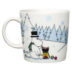 Arabia - Muminmugg - Under granen, vinter 2013 Christmas Mugs, Scandinavian Christmas, Scandinavian Home, Christmas Home, Branded Mugs, Moomin Mugs, Enchanted Doll, Tove Jansson, Helsingborg