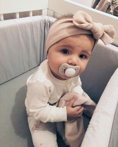 Pin by lauren mendoza on baby fever ❤ Cute Little Baby, Lil Baby, Baby Kind, Little Babies, Cute Babies, Cute Baby Pictures, Baby Family, Cute Baby Clothes, Baby Girl Fashion