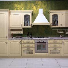 Ti piace lo stile classico? Ecco uno dei tanti modelli che puoi vedere nel nostro showroom. Siamo il più grande centro cucine del sud Italia.