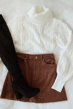 Best Yet White Knit Turtleneck Cropped Sweater Cozy separates that make putting winter outfits together a piece of cake. This white turtleneck is anything but basic, the eye catching fuzzy texture . Cute Skirt Outfits, Cute Fall Outfits, Winter Fashion Outfits, Girly Outfits, Fall Winter Outfits, Look Fashion, Stylish Outfits, Winter Clothes, Sweater Fashion