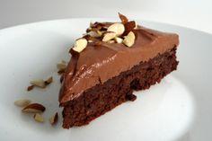 Karppisiskojen  blogista löytyi herkullisen näköinen kakku. Alkuperäinen ohje on Annika Rognebyn Leivo arkeen ja juhlaan  -keittokirjasta. K...
