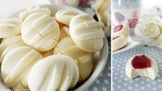 Estas galletas de leche condensada son muy fáciles de hacer y están deliciosas para el desayuno o cualquier momento del día. Solo con mirar la foto entran ganas de comérselas! INGREDIENTES 1 yema de huevo 125 gr. de mantequilla a temperatura ambiente 200 gr. de leche condensada 350 gr. de