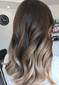 45 Flattering Balayage Hair Color Ideas for 2018 Balayage hairstyle's been around for some time. But it has now started to be a trend. Balayage is… - New Site Sombre Hair Color, Sombre Hair Brunette, Dark Sombre Hair, Balyage Hair, Brunette Color, Long Hair Waves, Medium Hair Styles, Long Hair Styles, Platinum Blonde Hair