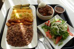 Ghana : Entre Busua Inn et Ezile Bay Village: Découvrez le Waakye