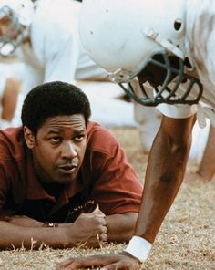 Remember the Titans (movie) Denzel Washington (center) stars as coach Herman Boone, who in 1971 is selected to coach the T. Williams High School team, the Titans. Football Movies, Football Quotes, Football Team, Football Field, School Football, Denzel Washington, Remember The Titans Movie, Movies Showing, Movies And Tv Shows