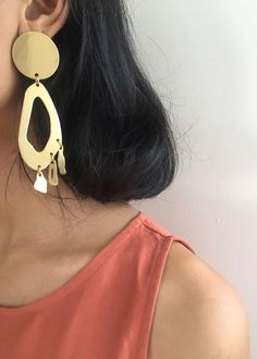 #newarrivals #modernweaving #lobe #chandelier #brass #earrings #accessories #thefrankieshop #frankienyc #frankiegirl Modern Weaving Lobe Chandelier Earrings – The Frankie Shop