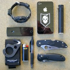 My EDC 'Black Kit' by bfgreen, good over all EDC kit. Like the seatbelt cutter Bushcraft, Everyday Carry Gear, Edc Tactical, Gadgets, Tac Gear, Edc Tools, Cool Gear, Casio G Shock, Survival Gear