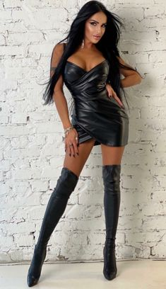 Sexy Outfits, Sexy Stiefel, Thigh High Boots Heels, Elegantes Outfit, Leather Dresses, Leather Outfits, Leather Skirt, Sexy Boots, Hot Dress
