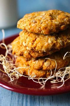 Authentic recipe of Australian ANZAC biscuits with rolled oats and coconut, which are famous since the First World War.