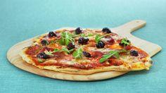 Italiensk pizza med spekeskinke og oliven - Kos - Oppskrifter - MatPrat