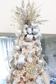 Diy christmas tree 569353577894844657 - How to Decorate Your Christmas Tree Like a Pro – Melissa Roberts Interior Decorate Christmas Tree Like A Pro, Elegant Christmas Trees, Silver Christmas Tree, Ribbon On Christmas Tree, Christmas Tree Themes, Christmas Tree Toppers, Beautiful Christmas, Christmas Wreaths, Christmas Crafts