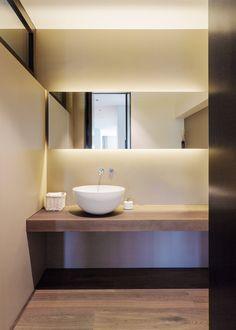 meier architekten - Objekt 336 #architektur #architekturschweiz #architekturzürich #architekturbüro #designhaus #interiordesign #design Gold Bathroom, Bathroom Art, Bathroom Layout, Washroom, Bathroom Ideas, Powder Room, Mirror, Furniture, Home Decor
