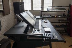 Audio Studio, Music Studio Room, Studio Desk, Studio Furniture, Studio Setup, Music Rooms, Pipe Furniture, Furniture Vintage, Ikea Standing Desk
