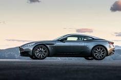 La marca británica incorpora por primera vez un motor sobrealimentado turbo lo que lo convierte en el DB de calle más potente de la historia; junto a esto rompe con su tradicional diseño e incorpora uno más evolucionado que marcará una nueva era en sus líneas de productos. Santiago, enero 2017.- Aston Martin se caracteriza […]