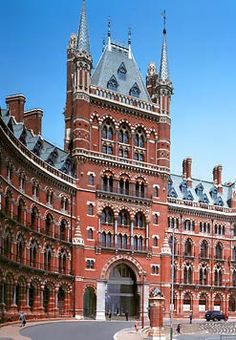 The St Pancras Renaissance Hotel London exemplifies High Victorian Gothic architecture in its most dramatic sense, the stunning redbrick building. British Architecture, London Architecture, Victorian Architecture, Amazing Architecture, Art Français, Renaissance Hotel, Victorian Buildings, Destinations, London Hotels