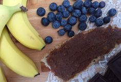 2-3 dl smørepålæg 250 g dadler, uden sten (friske eller tørrede er velegnede) 10-15 g mørk chokolade, 70 %
