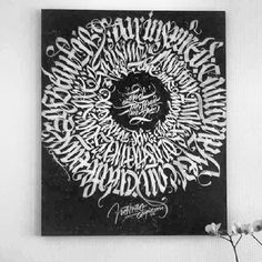 Circular calligraphy pattern