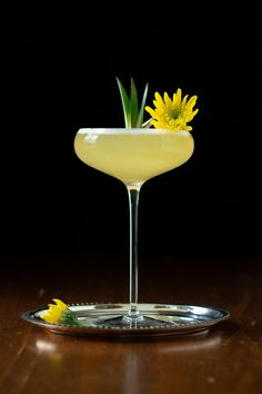 A margarita is a great example of balancing sweet and sour flavors, while enhancing them with salt. Cocktail Garnish, Cocktail Drinks, Cocktail Recipes, Cocktail Glassware, Liquor Drinks, Bourbon Drinks, Dessert Drinks, Cocktail Photography, Food Photography