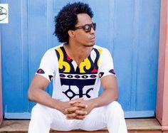 Camiseta em malha e tecido africano