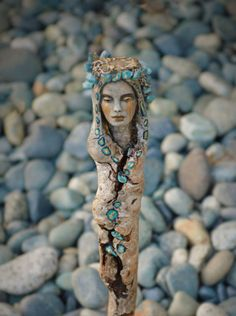 Debra Bernier is an extraordinary artist from Victoria, Canada. She uses natural materials, such as driftwood, clay, and shells to create mesmerising sculptures Art Sculpture En Bois, Driftwood Sculpture, Driftwood Art, Bronze Sculpture, Land Art, Spirited Art, Wood Carving Art, Art Plastique, Wicca