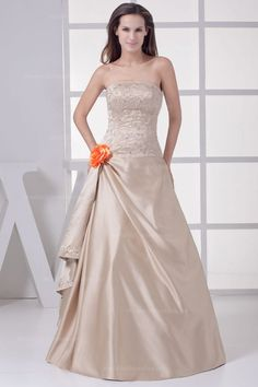 Scalloped-Edge Bodice With Fully Beaded Embroidery Detail Satin Dress Iwant when we renew our vows.