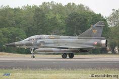 """Un des Dassault Mirage 2000N des """"Ramex Delta"""", toujours aux couleurs de feu le 3/4 Limousin, à BA 118 de Mont-de-Marsan."""