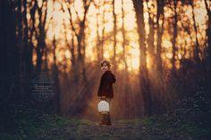 Kinderfotografie outdoor, Gegenlicht optimal nutzen und märchenhafte Bilder kreieren